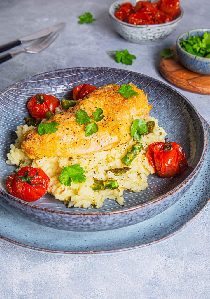 Parmesanpanert kyllingfilet med aspargesrisotto
